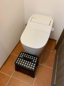 トイレアラウーノに置いてある踏み台
