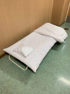 病院の付き添い人用ベッド