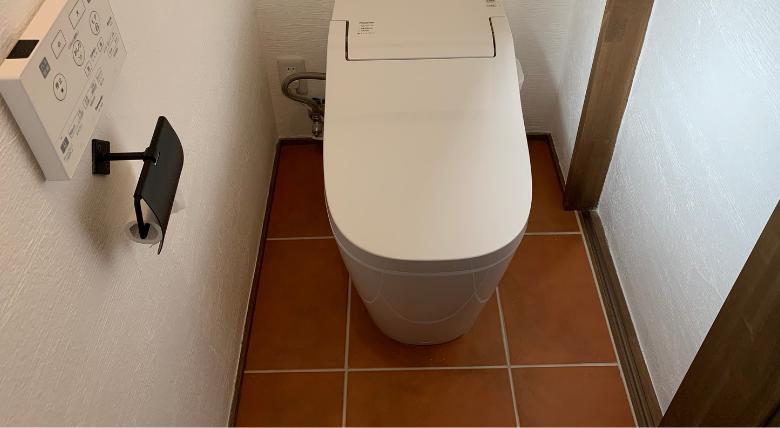 何も置いてないトイレ