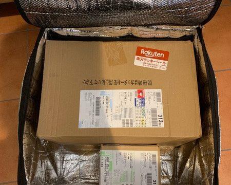 荷物が入った宅配ボックス