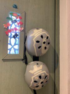 ヘルメットを収納したtowerのマグネットフック