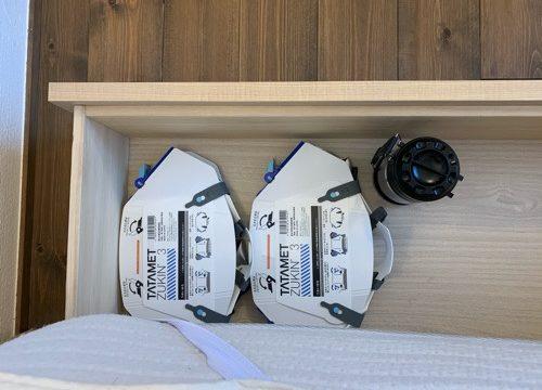 ベッド下の引き出しに収納しているタタメットとランタン