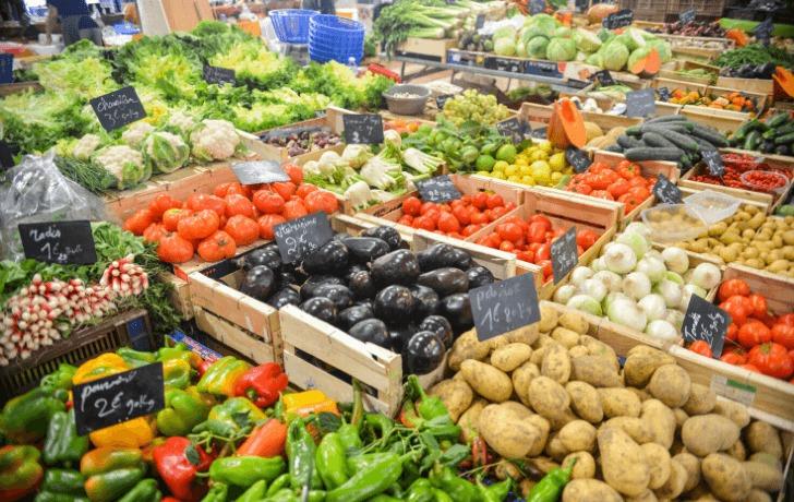 スーパーに並んだ野菜