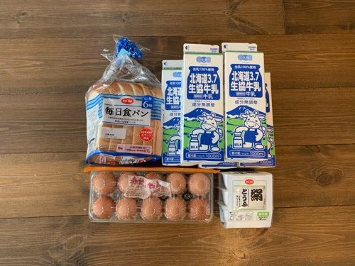 生協で定期購入をしている食パン牛乳、卵、豆腐