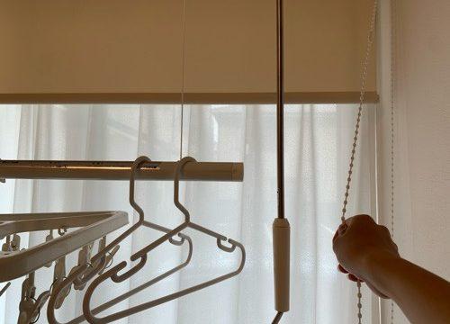 和室のロールカーテンを操作する
