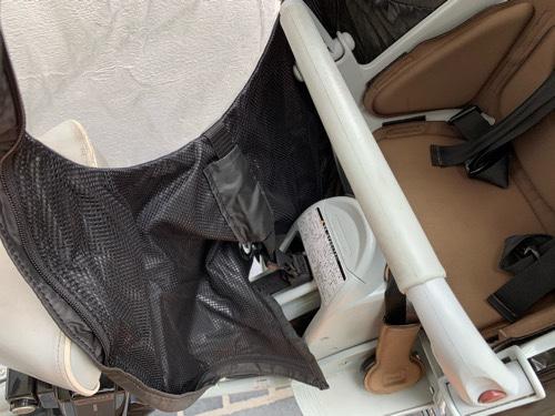 ノロッカ(norokka)のレインカバーを後ろ座席の前部分のバックルで固定