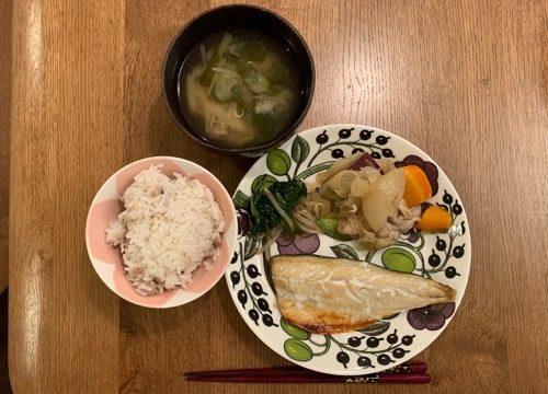 パラティッシのお皿に盛りつけた夕ご飯