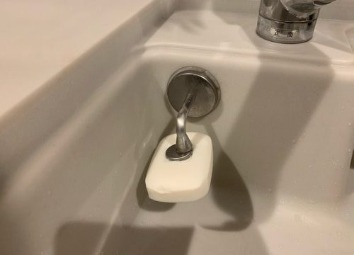キッチン台所用の手洗い石鹸はダルトンのマグネティックソープホルダーで収納