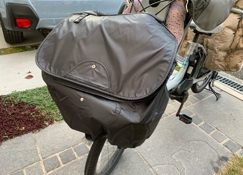 電動自転車ビッケの前かごに取り付けたマルトの前カゴカバー