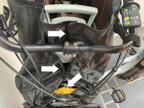 norokkaノロッカの前座席用レインカバーを三か所で固定した状態