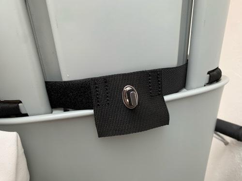 ビッケbikkeにノロッカnorokkaの前座席用レインカバーの部品を取り付けた状態