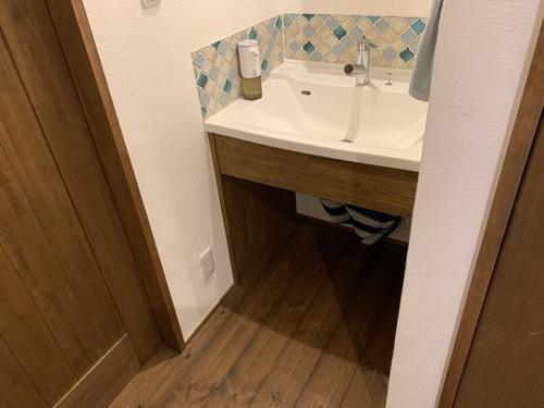 洗面所マットをしいていない2階の洗面所